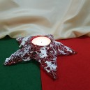 Suport lumanare steluta rosie cu zapada si glitter argintiu 15cm